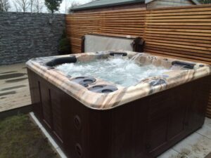 Image of hot tub bought by furloughed neighbours as others ask #2millionreasonswhy